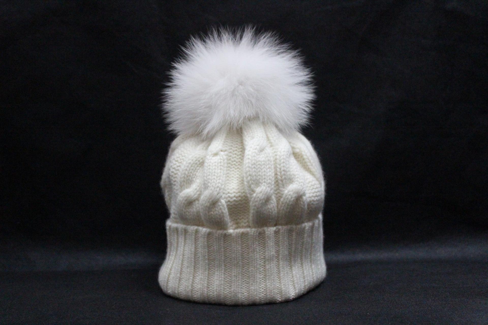Bonnet pompon blanc bis