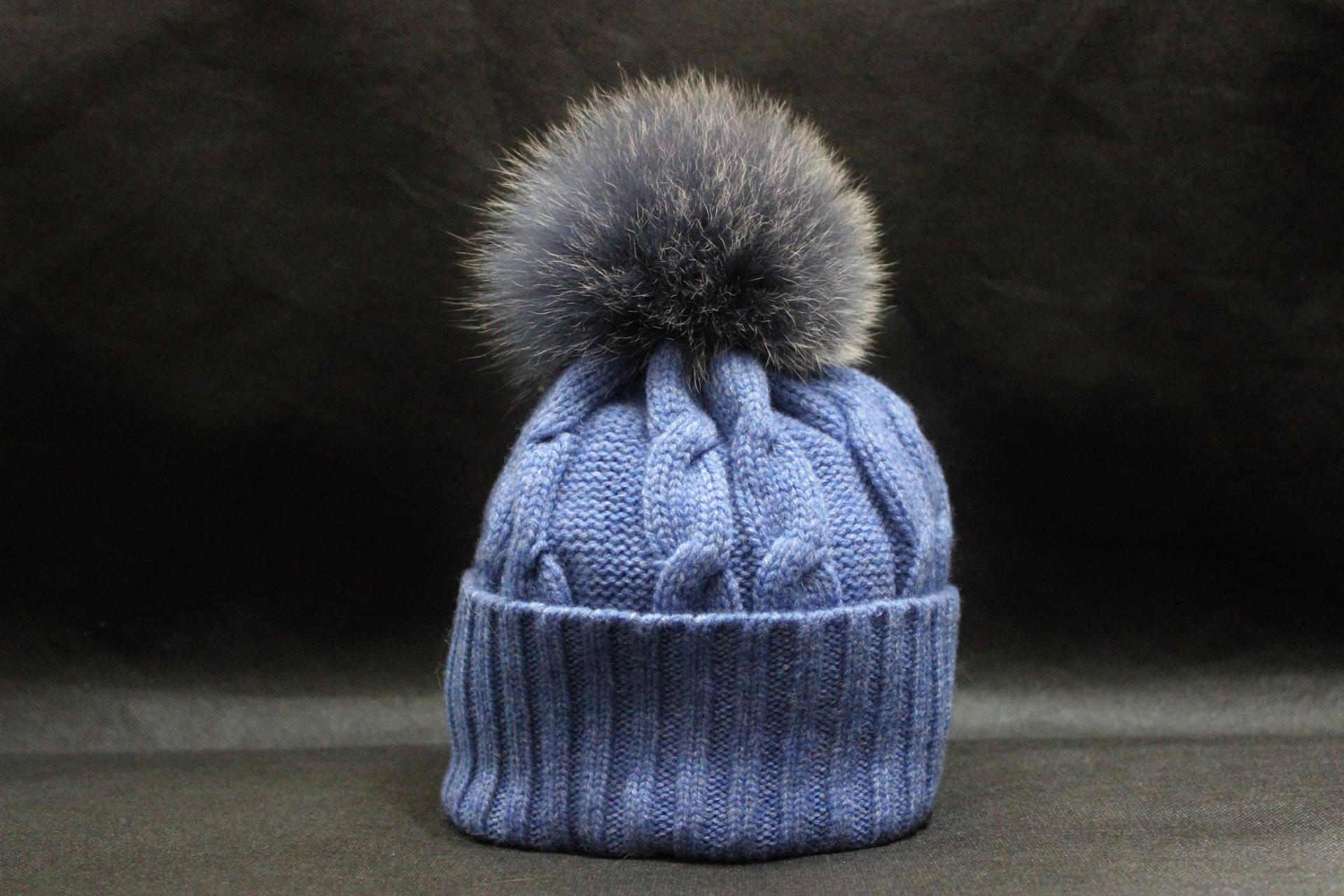 Bonnet pompon bleu lavande