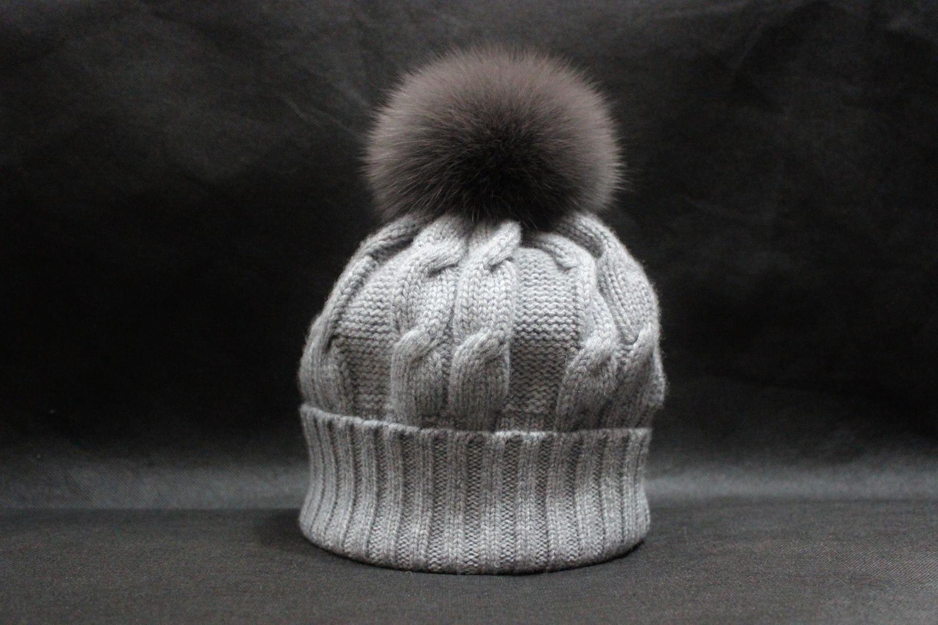 Bonnet pompon gris moyen